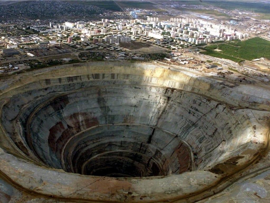 Một công trường khai thác kim cương bị bỏ hoang tại Siberia