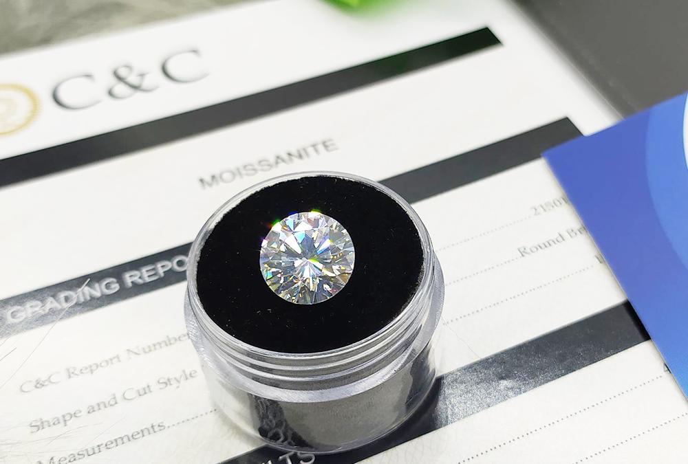 Tiêu chí đánh giá và kiểm định kim cương Moissanite