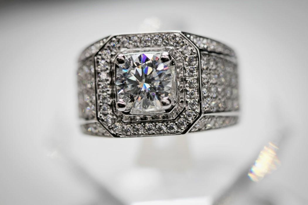 Mẫu nhẫn nam đính kim cương Moissanite