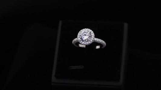 Kim cương nhân tạo sự lựa chọn hoàn hảo hay chỉ là một sự lừa dối?.